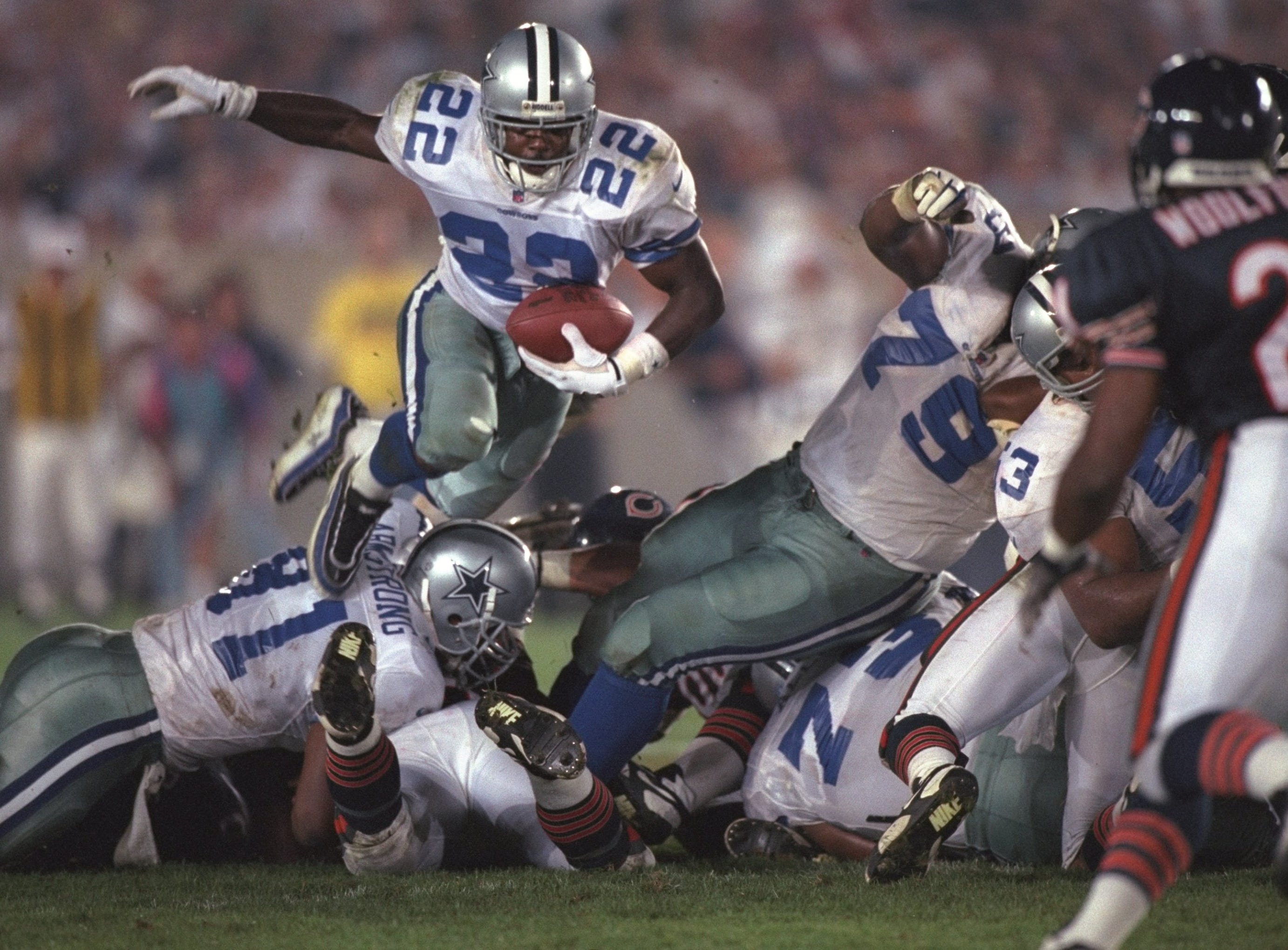 Emmitt Smith runs against the Chicago Bears.