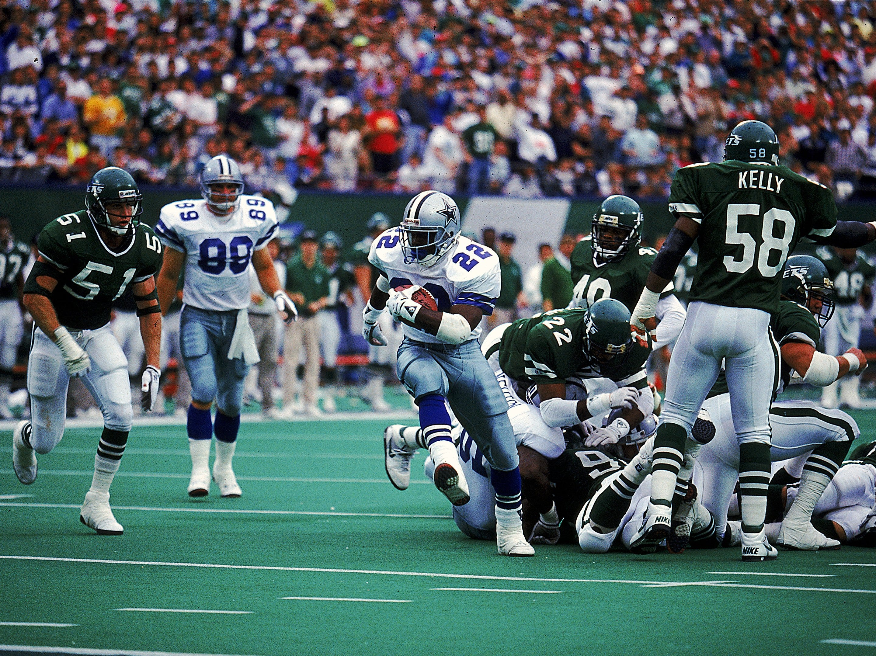 4 Nov 1990:   Emmitt Smith #22 of the Dallas Cowboys carries the ball during a game against the New York Jets. The Jets defeated the Cowboys 24-9. Mandatory Credit: Rick Stewart  /Allsport