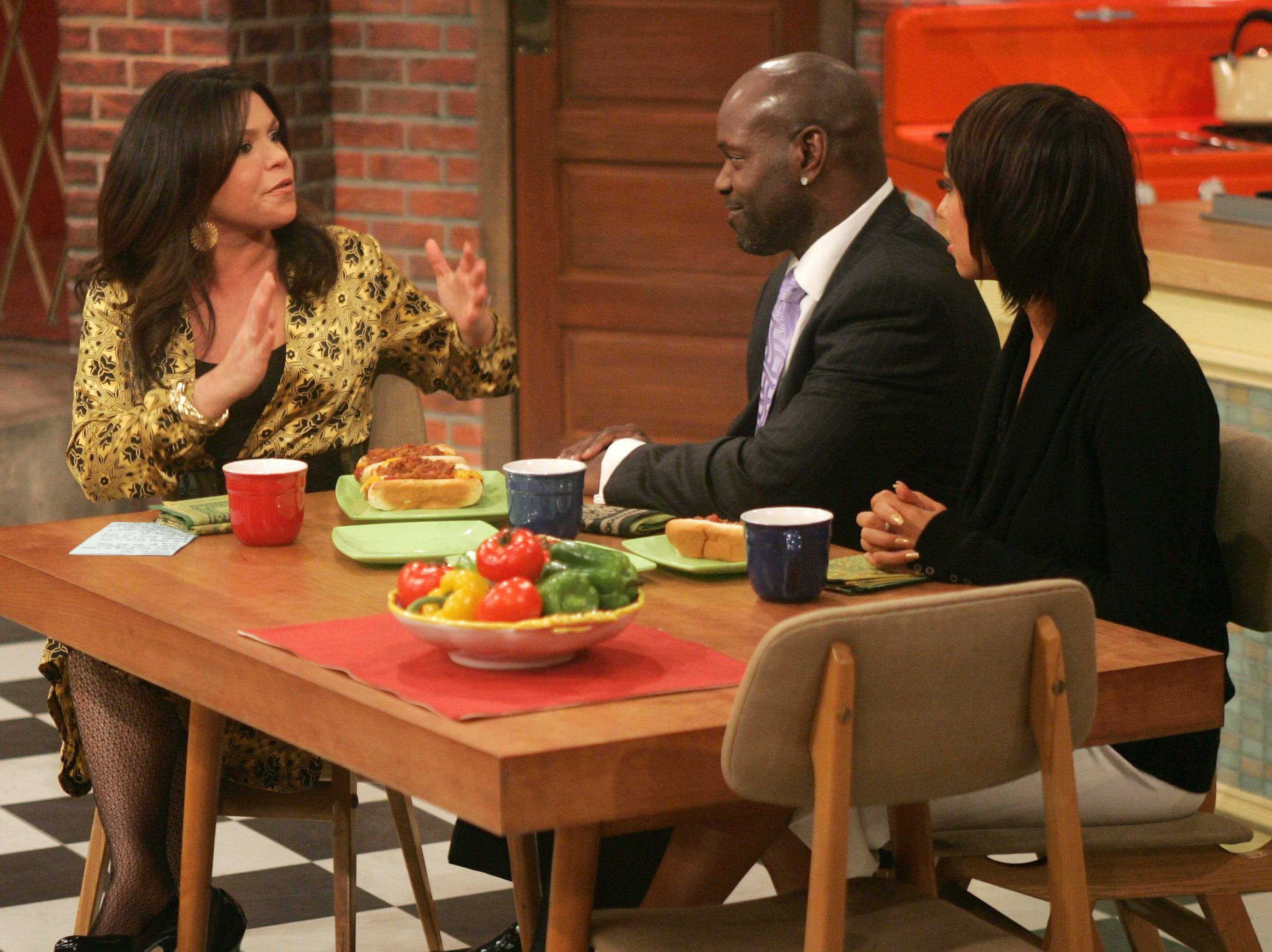 "NEW YORK - NOVEMBER 16:  (EXCLUSIVE ACCESS) (L-R) Television personality Rachael Ray talks to ""Dancing with the Stars"" winners Emmitt Smith and Cheryl Burke on the ""Rachael Ray Show"" on November 16, 2006 in New York City.  (Photo by Peter Kramer/Getty Images)"
