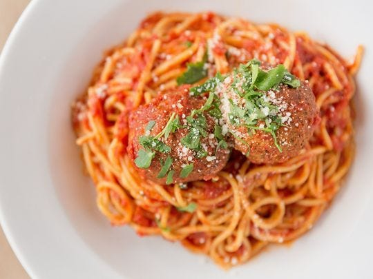 Espagueti y albóndigas de Babbo Italian Eatery.