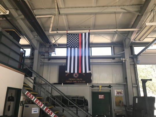 """A flag honoring the """"Thin Red Line."""""""