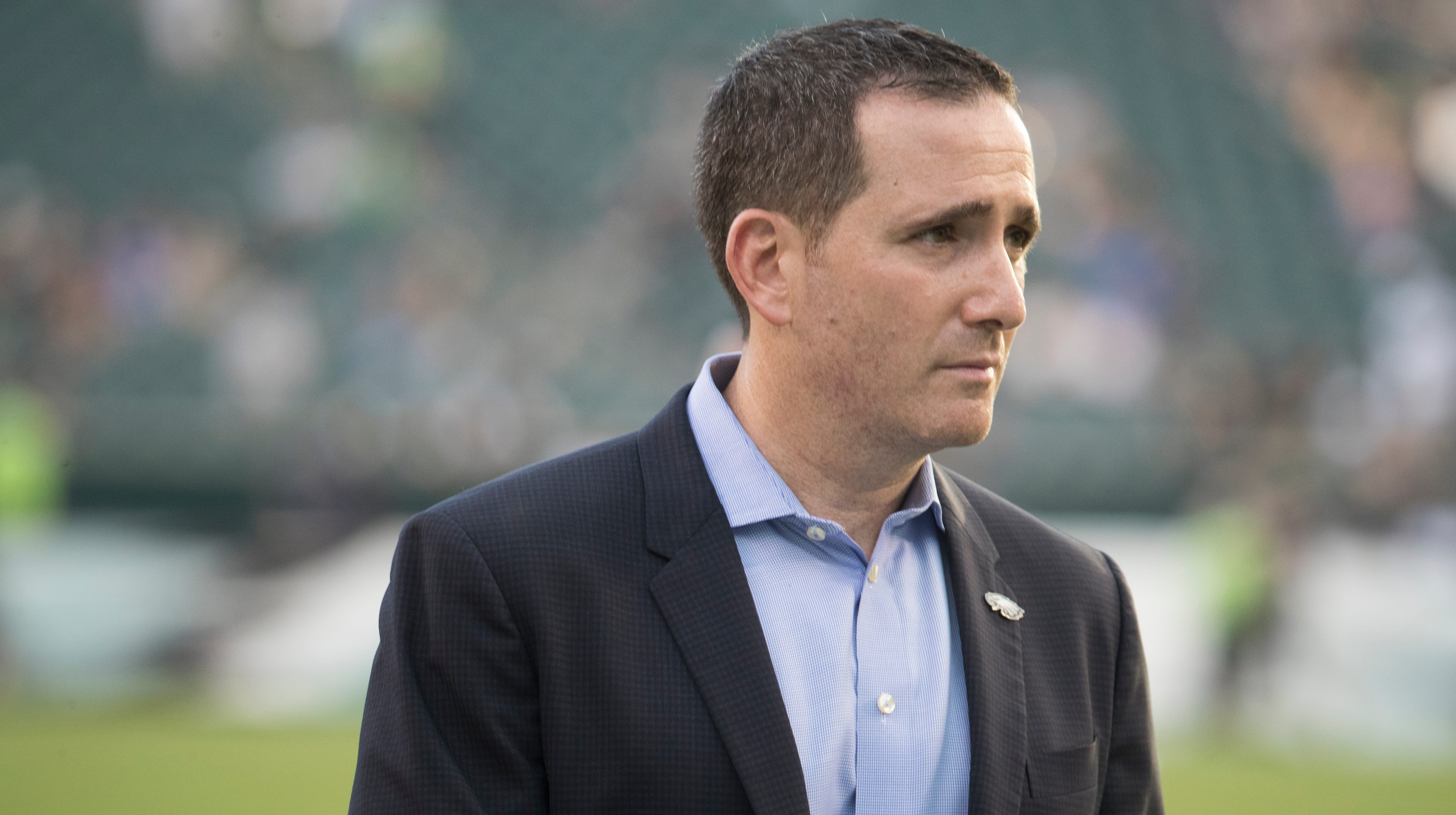 What should the Eagles do with the NFL trade deadline approaching?