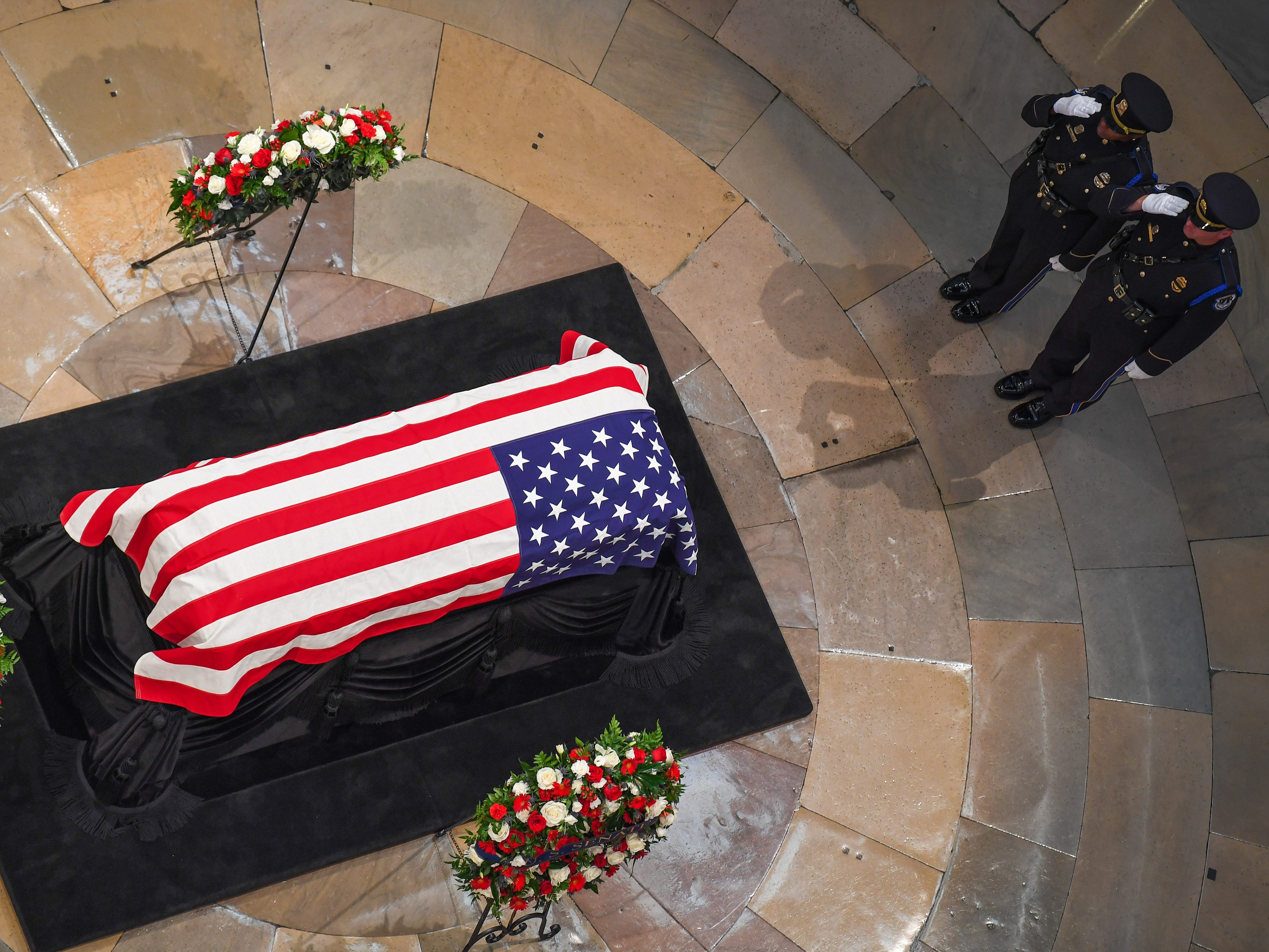 8/31/18 2:00:47 PM -- Washington, DC, U.S.A  -- The body of John McCain lying in state at the U.S. Capitol in Washington on Aug. 31, 2018 in Washington. Sen. McCain died on Aug. 25. --    Photo by Jack Gruber, USA TODAY Staff ORG XMIT:  JG 137435 McCain U.S. Capi 8/31 (Via OlyDrop)