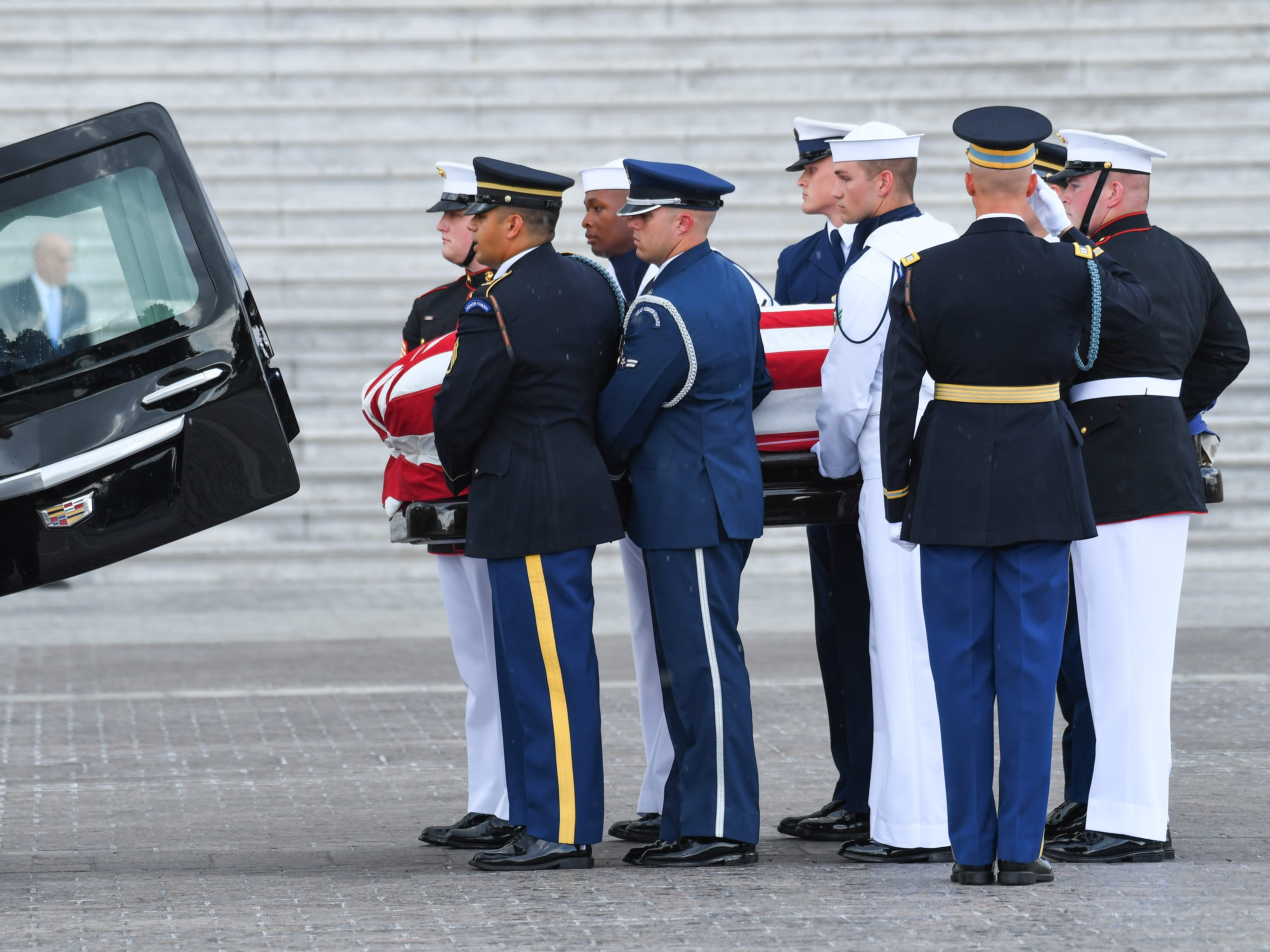 The body of John McCain arrives at the U.S. Capitol before lying in state at the U.S. Capitol in Washington on Aug. 31, 2018 in Washington. Sen. McCain died on Aug. 25. --    Photo by Jack Gruber, USA TODAY Staff ORG XMIT:  JG 137435 McCain U.S. Capi 8/31 (Via OlyDrop)
