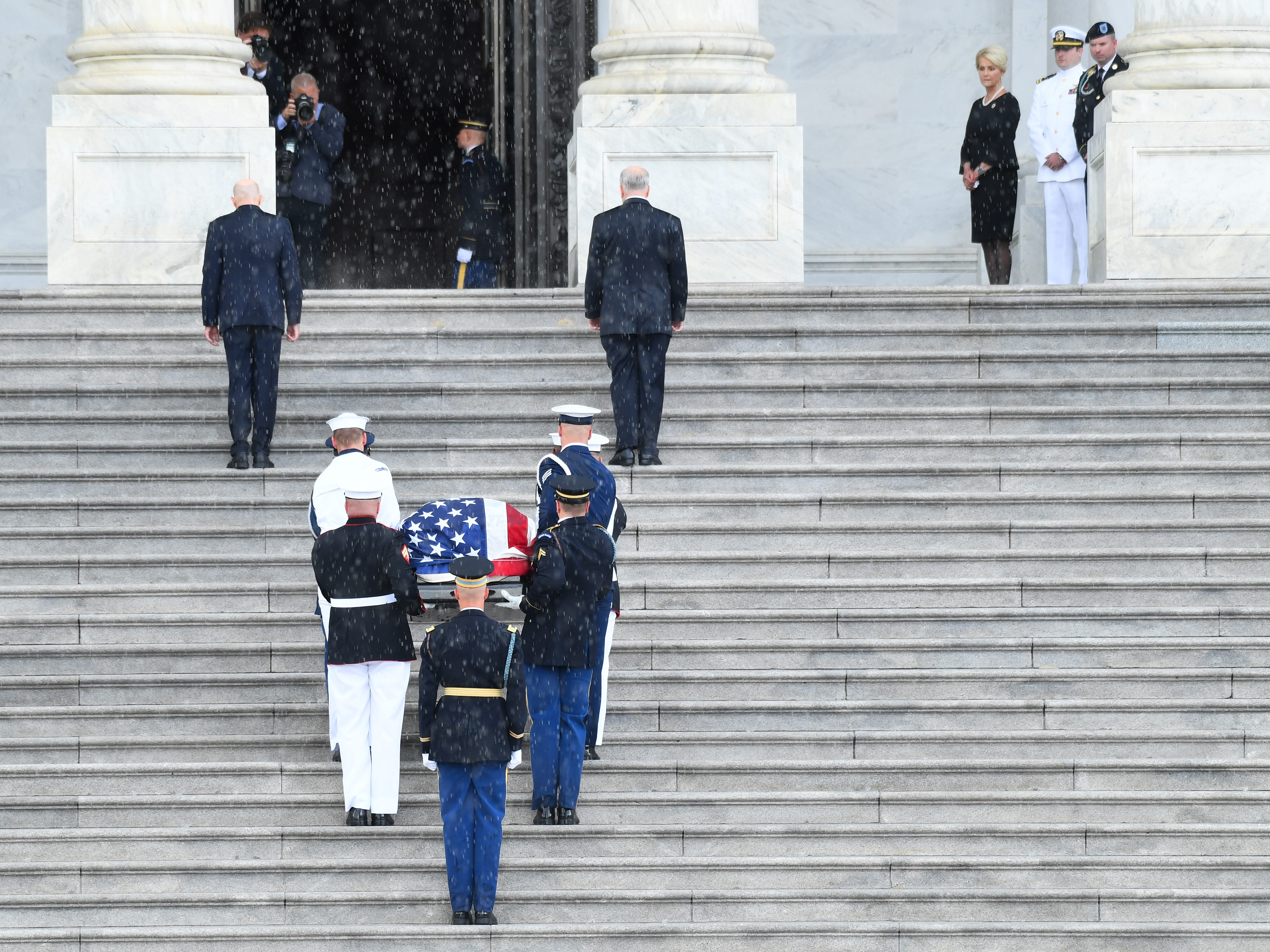 8/31/18 10:43:21 AM -- Washington, DC, U.S.A  -- The casket of John McCain arriving at the U.S. Capitol while his wife Cindy McCain along with her two sons Jack and Jimmy McCain at the U.S. Capitol in Washington on Aug. 31, 2018 in Washington. Sen. McCain died on Aug. 25. --    Photo by Jack Gruber, USA TODAY Staff ORG XMIT:  JG 137435 McCain U.S. Capi 8/31 (Via OlyDrop)