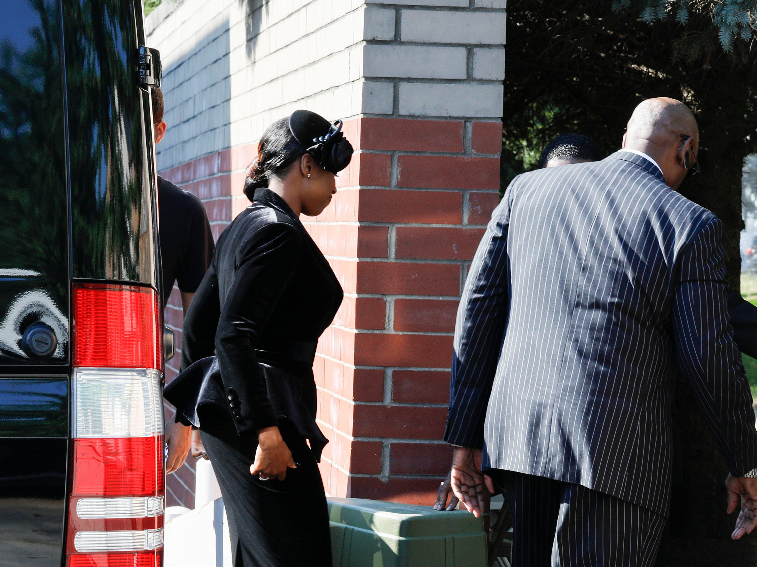 DETROIT, MI - AUGUST 31:  Jennifer Hudson enters Greater Grace Temple to attend soul music icon Aretha Franklin's funeral on August 31, 2018 in Detroit, Michigan. Dozens of musicians and dignitaries are scheduled to either speak or perform at the singer's funeral, including former President Bill Clinton, Stevie Wonder, Faith Hill, Ariana Grande, Chaka Khan, Smokey Robinson, Jennifer Hudson, and Cicely Tyson. (Photo by Bill Pugliano/Getty Images) ORG XMIT: 775217543 ORIG FILE ID: 1025522862