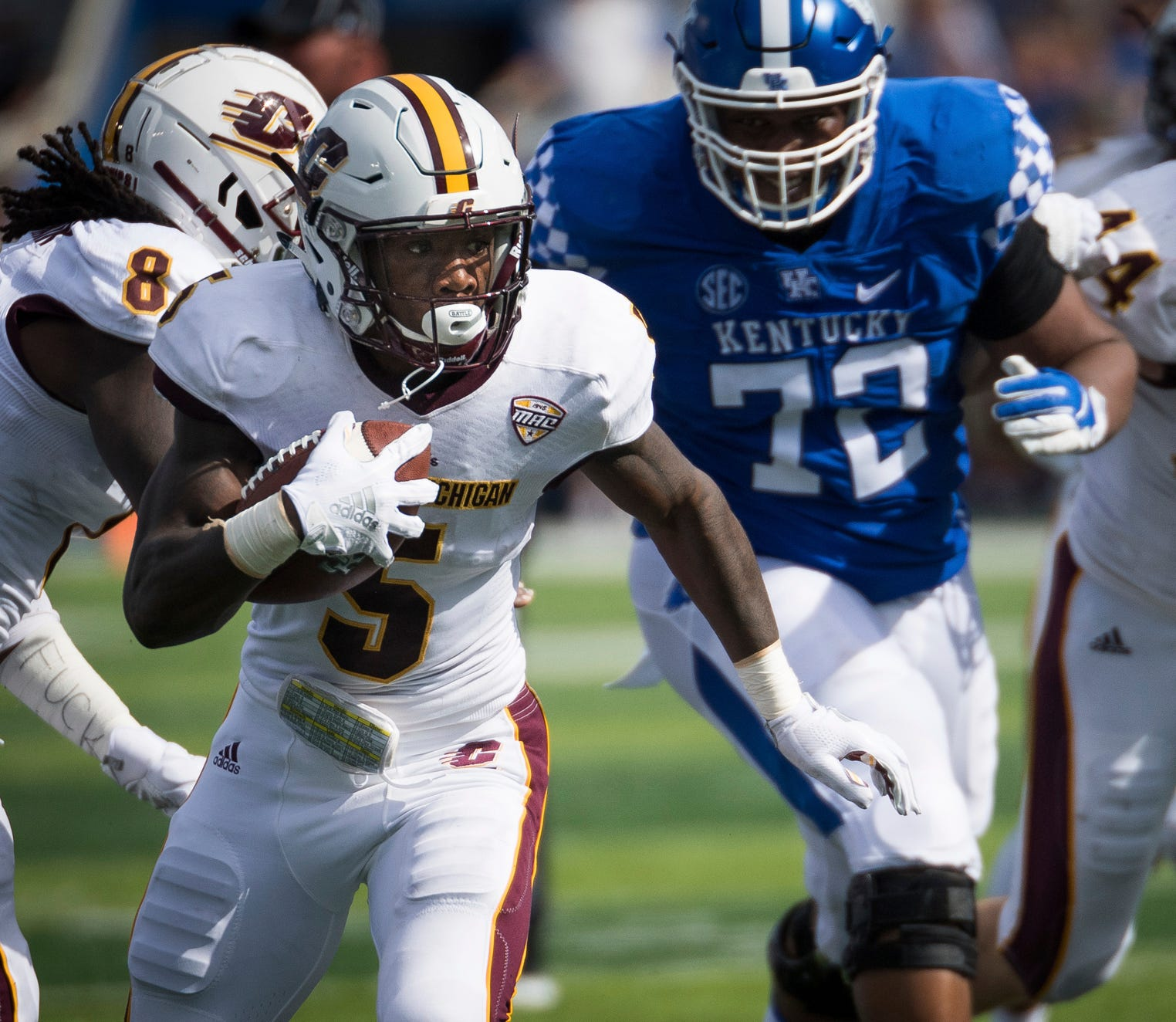 Central Michigan defensive back Devonni Reed (5) returns a recovered fumble for a touchdown against Kentucky in the first half of an NCAA college football game in Lexington, Ky., Saturday, Sept. 1, 2018.