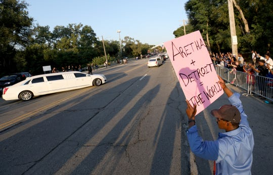 Robbie Hayes, 49, of Detroit waves a sign of support for Aretha Franklin as the processional leaves  Greater Grace Temple to her final resting place at Woodlawn Cemetery in Detroit, Friday, August 31, 2018.  Eric Seals, Detroit Free Press