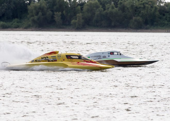 Boats race down the Ohio River during the 2018 Evansville Hydrofest Saturday, September 1, 2018.