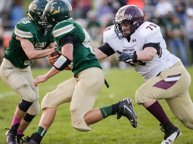 Laconia's Alex Turner runs the ball against Omro's on Aug. 31 in Rosendale. Doug Raflik/USA TODAY NETWORK-Wisconsin