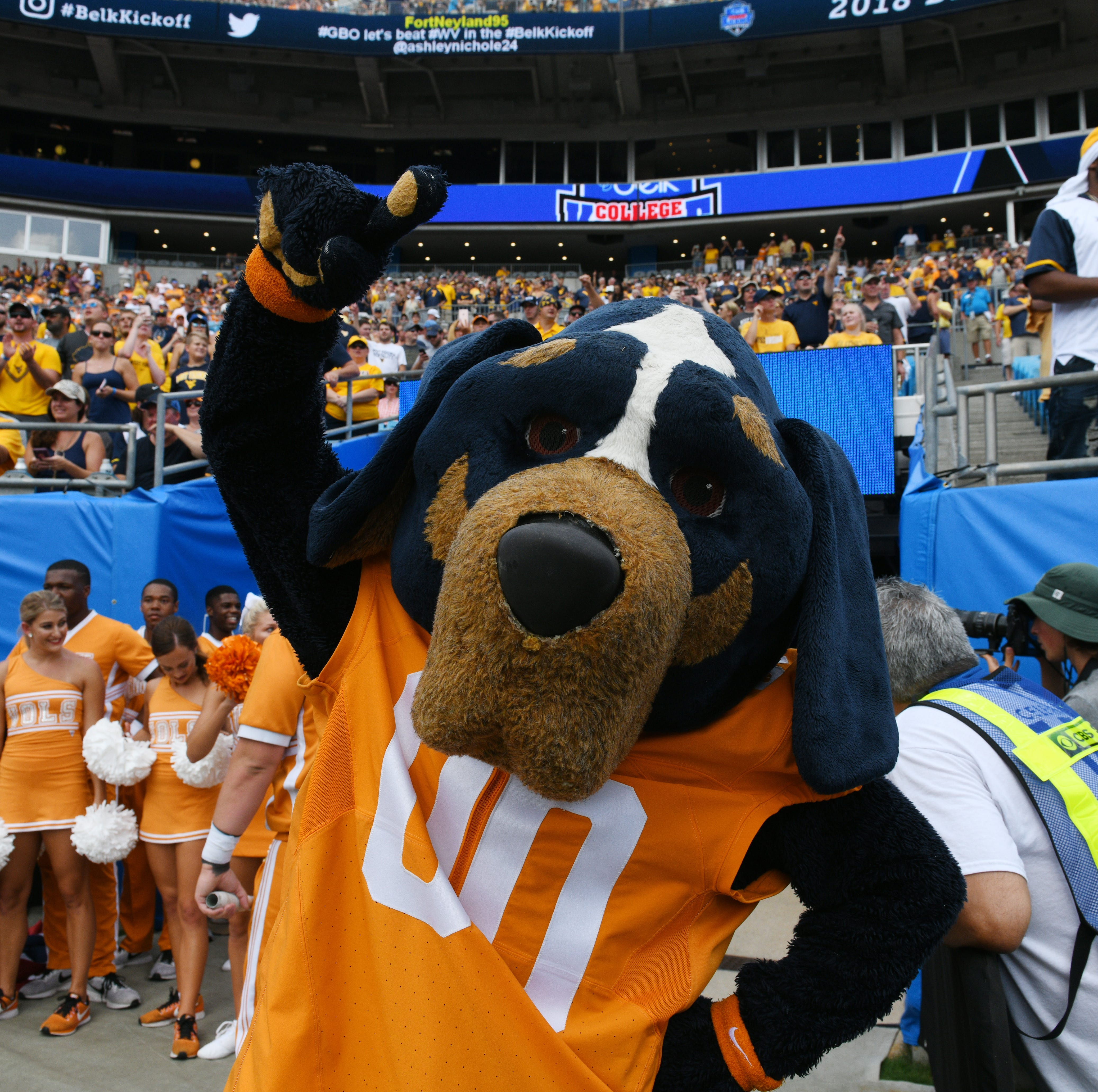 Early bowl projection has Tennessee football headed to Charlotte