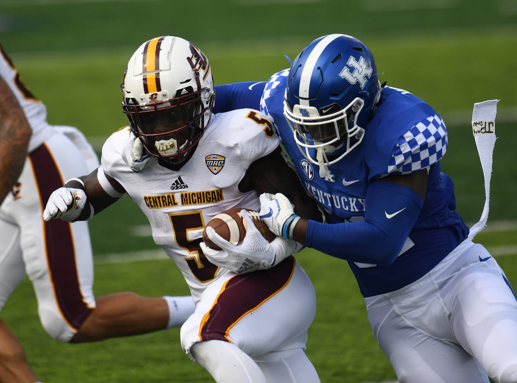 UK OLB Jamar Watson makes the tackle during the University of Kentucky football game against Central Michigan at Kroger Field in Lexington, Kentucky on Saturday, September 1, 2018.
