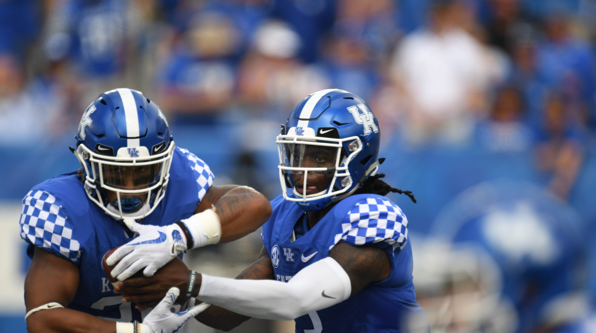 Kentucky Football Doesn T Have A Quarterback Controversy