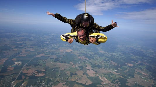 Giever Dennis Skydiving Cw