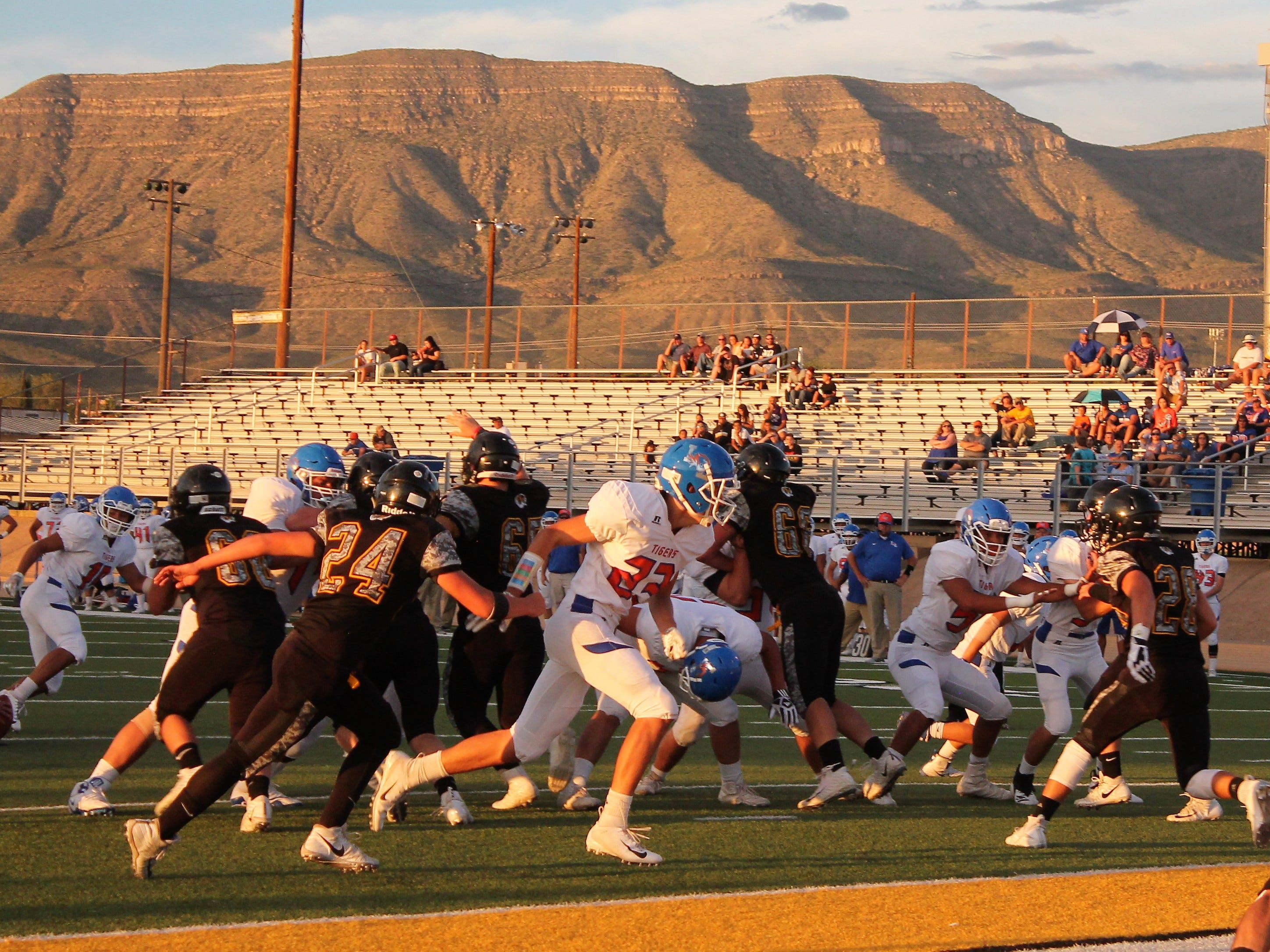 The Alamogordo Tigers took on the Los Lunas Tigers Friday night.