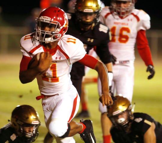Seton Prep's Keyshon Upchurch scores a touchdown against Xavier Prep in Palm Desert on August 31, 2018.