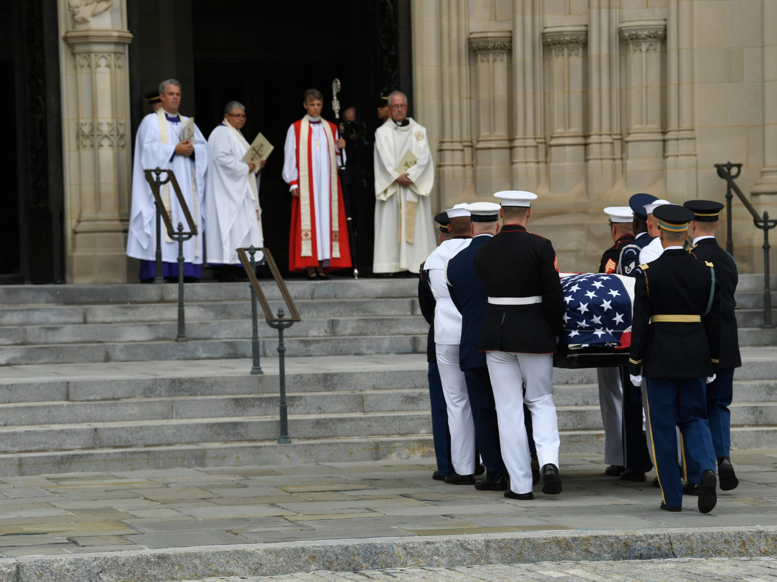 9/1/18 9:44:33 AM -- Washington, DC, U.S.A  -- The flag-draped casket bearing John McCain is carried into the National Cathedral in Washington for a memorial service on Sept. 1, 2018. Sen. McCain on Aug. 25. --    Photo by Jasper Colt, USA TODAY Staff