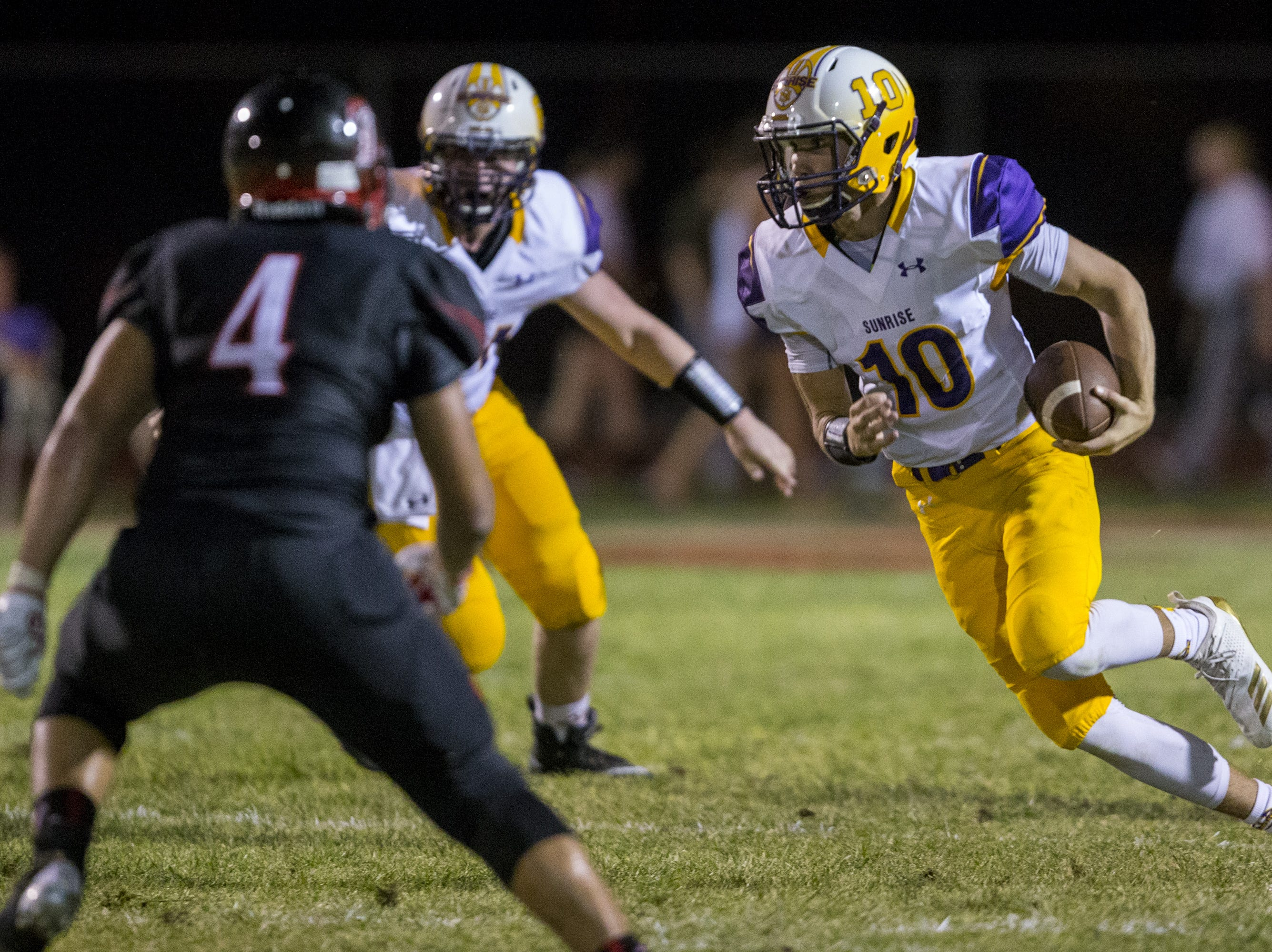 Sunrise Mountain's Keegan Freid rushes against Libery in the 2nd quarter on Friday, Aug. 31, 2018, at Liberty High School in Peoria, Ariz.  #azhsfb