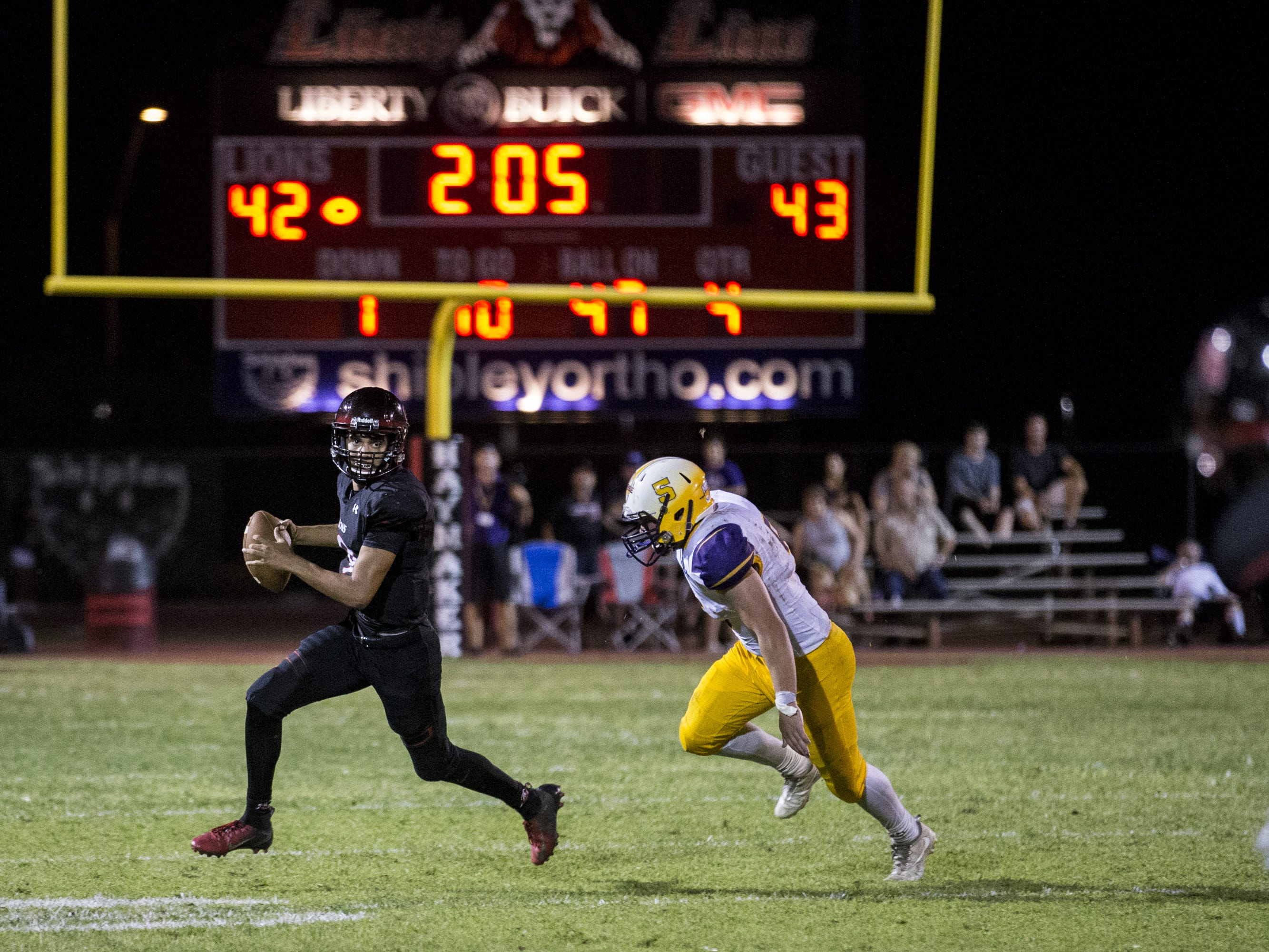 Liberty's Jonah Guevara looks to pass against Sunrise Mountain in the 4th quarter on Friday, Aug. 31, 2018, at Liberty High School in Peoria, Ariz.  #azhsfb