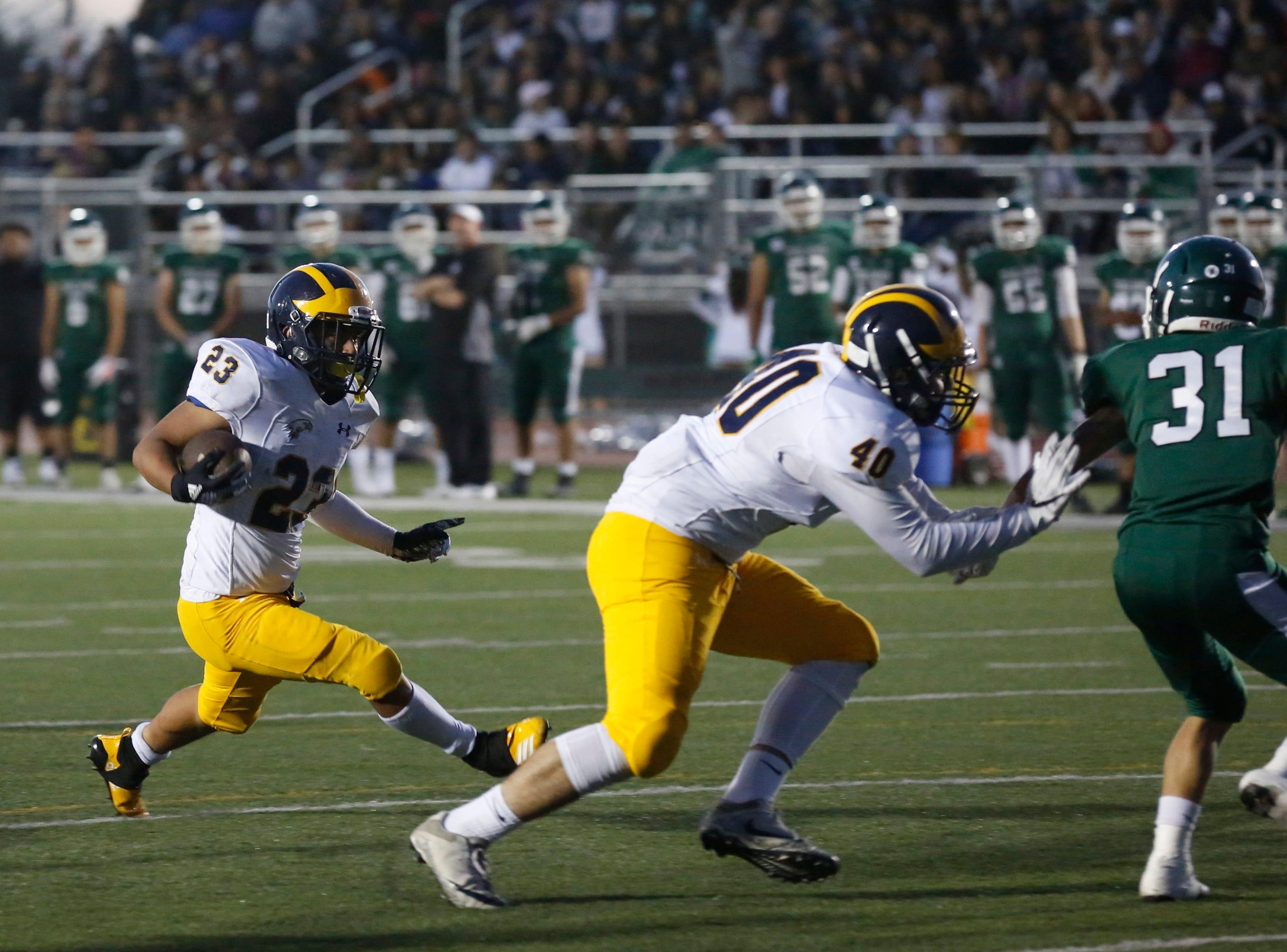 Everett Alvarez's Elijah Alvarez runs the ball during football at Alisal High School in Salinas on Friday August 31, 2018. (Photo By David Royal)