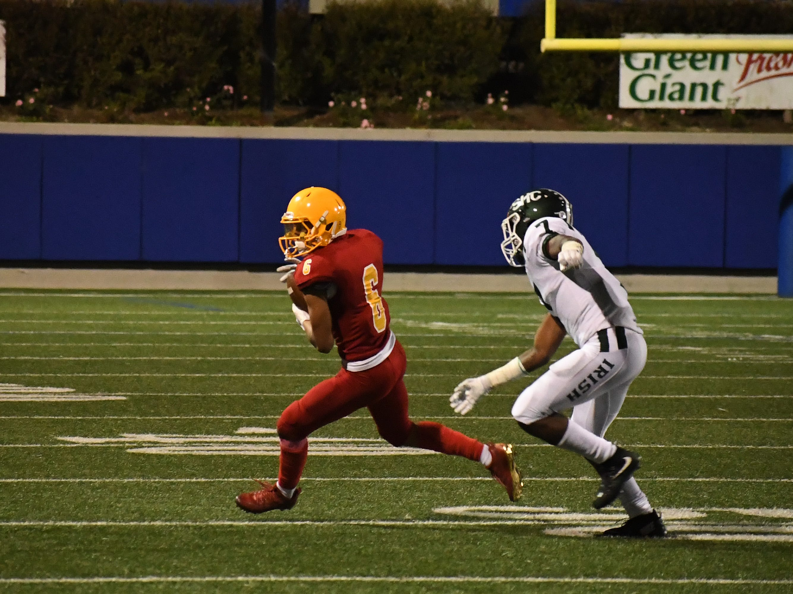 Palma senior Andrew Rivera (6) catches an out and looks to run in the third quarter.