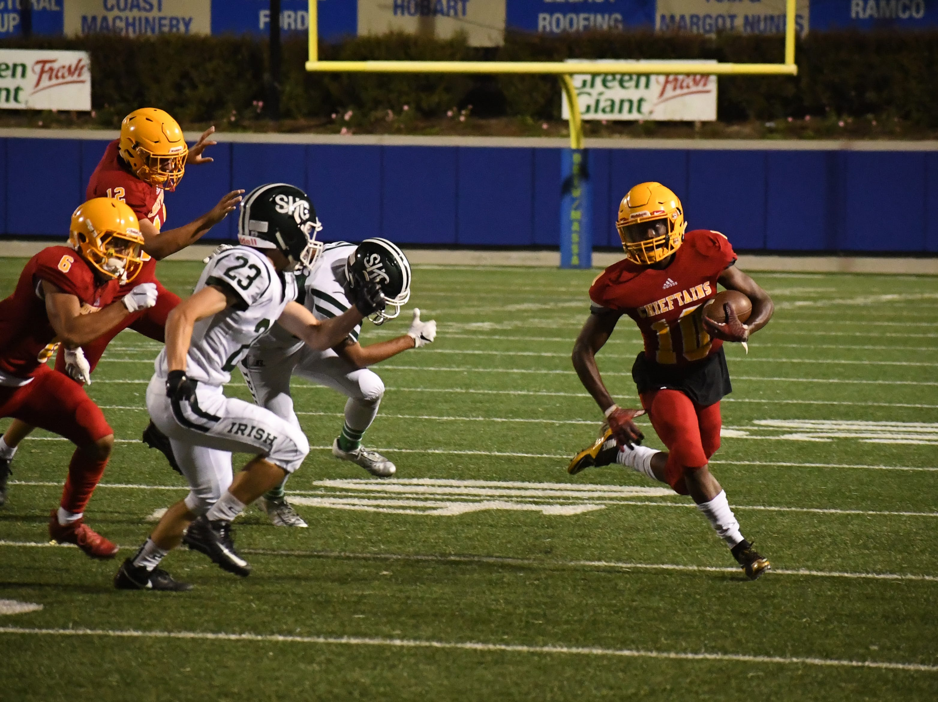 Palma junior Jon Jon Berring (10) runs to the outside in the third quarter against Sacred Heart Cathedral.