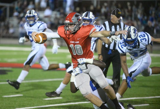 Vineland QB, Ryan Shelton runs the ball for a short gain in the second quarter against Williamstown on Friday, August 31.