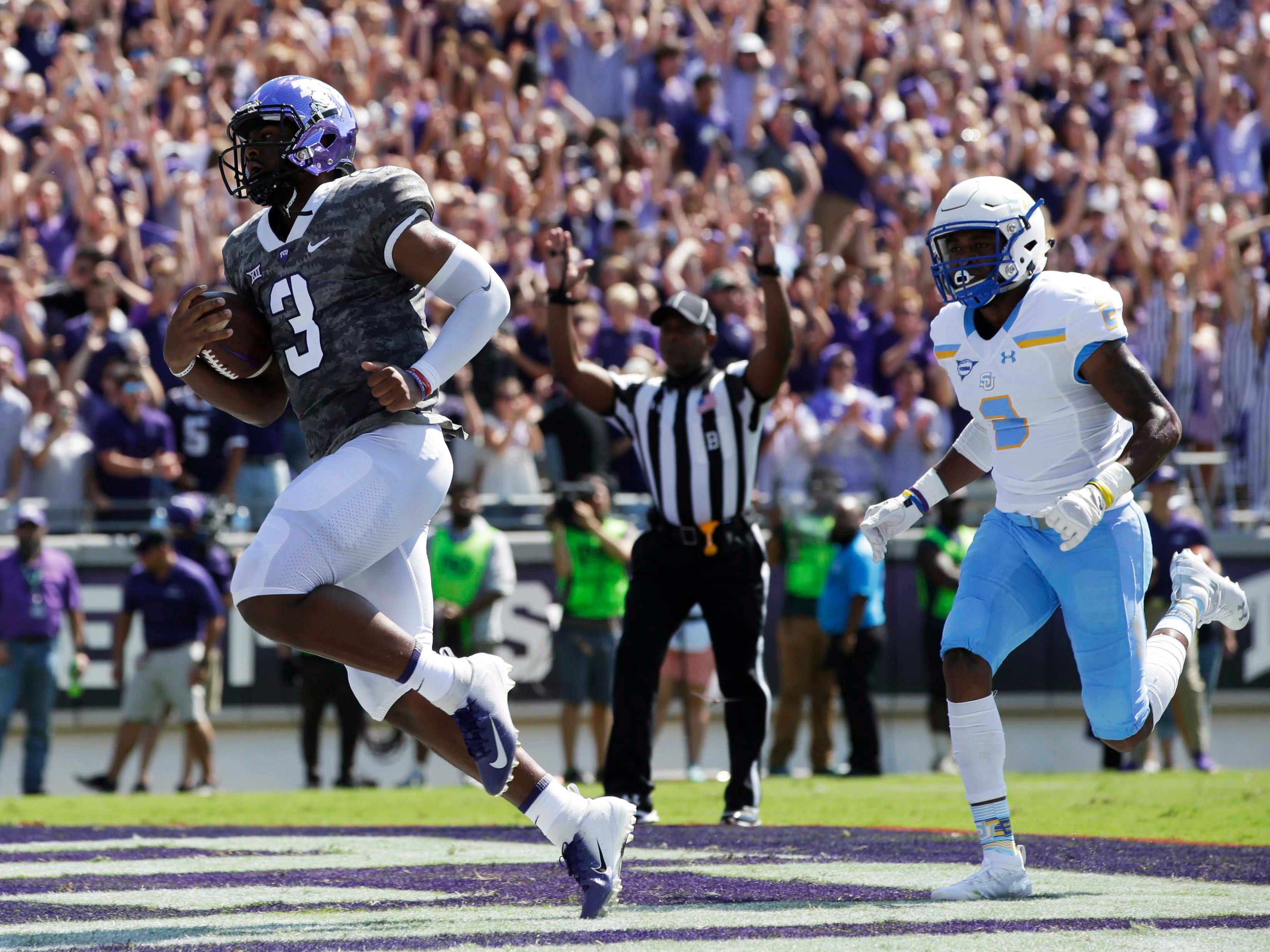 TCU quarterback Shawn Robinson (3) scores a touchdown in the first quarter against Southern.
