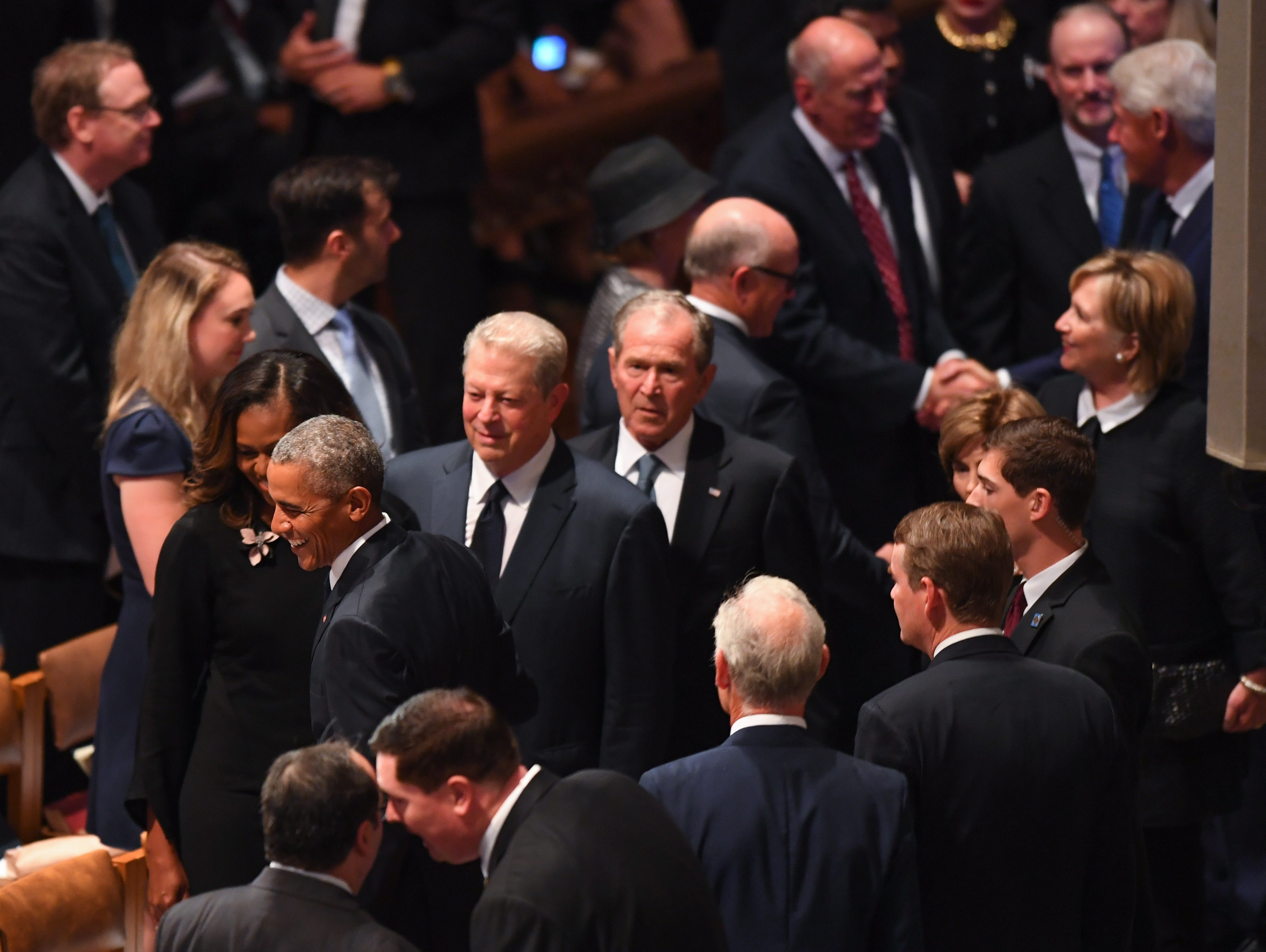 Former President Barack Obama and Michelle Obama arrive with former Vice  President Al Gore, former President George W. Bush and Laura Bush along with former Secretary of State Hillary Clinton and former President Bill Clinton at right, to the memorial service for John McCain.