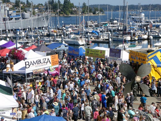 A sunny day on Sunday brings out a large crowd to the Bremerton Harborside Boardwalk for the 2018 Blackberry Festival.