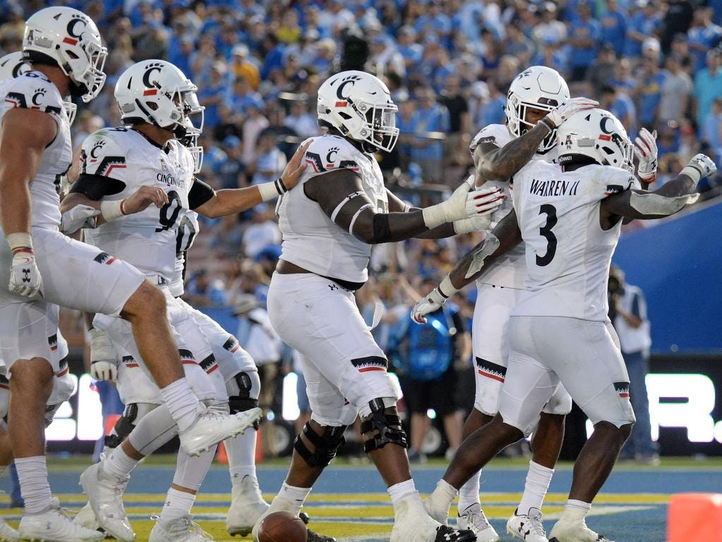 Cincinnati Bearcats running back Michael Warren II (3) celebrates his touchdown scored against the UCLA Bruins during the second half at the Rose Bowl. Mandatory Credit: Gary A. Vasquez-USA TODAY Sports
