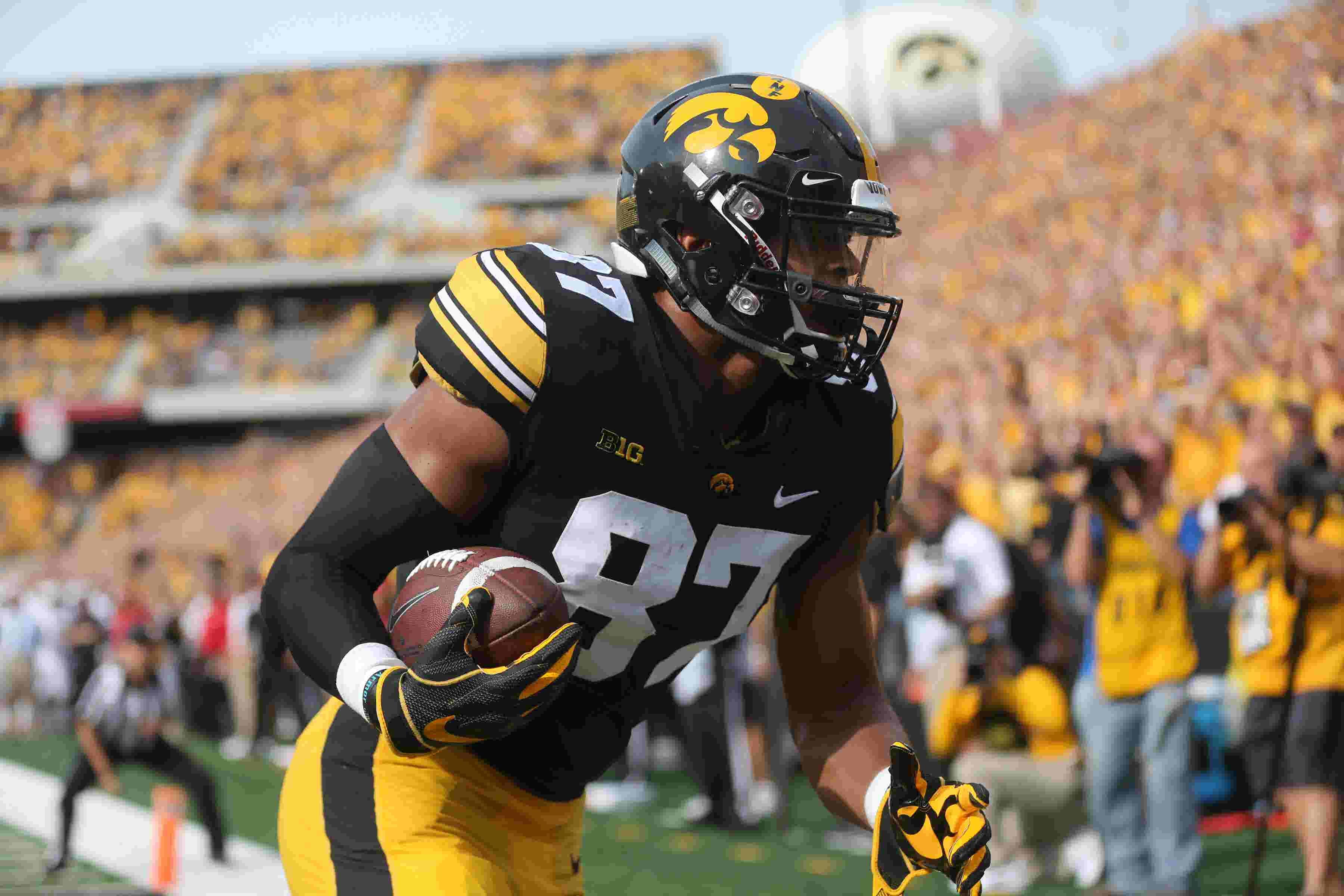 Hawk Central Huddle Iowa Can Still Be A 10 Win Team