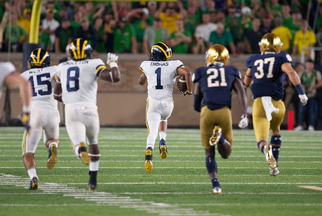 Michigan's Ambry Thomas (1) races for the end zone on a 99-yard kickoff return.