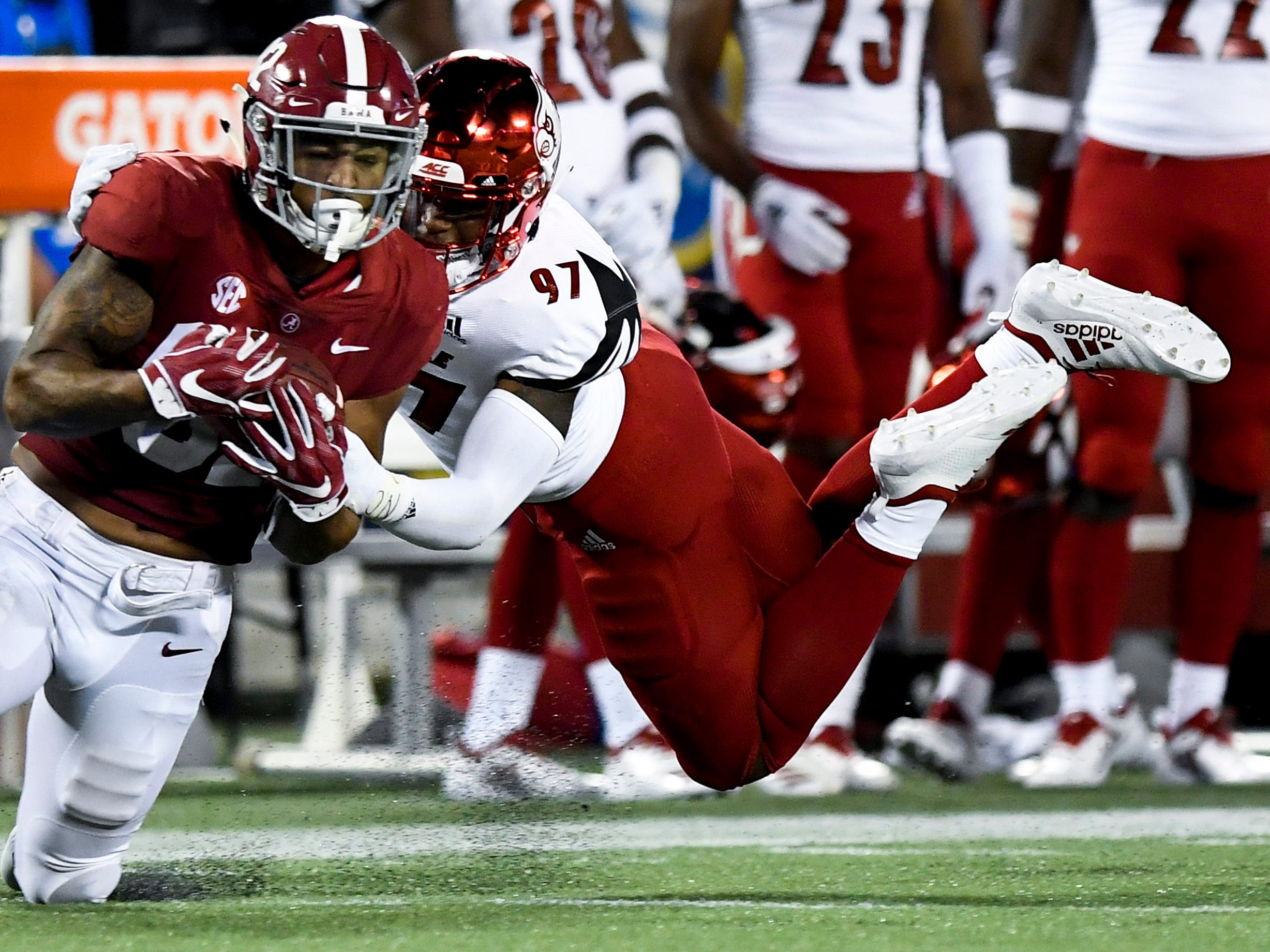 Alabama tight end Irv Smith Jr. (82) catches a pass against Louisville linebacker Nick Okeke (97) In second half action of the Camping World Kickoff at Camping World Stadium in Orlando, Fla., on Saturday September 1, 2018.