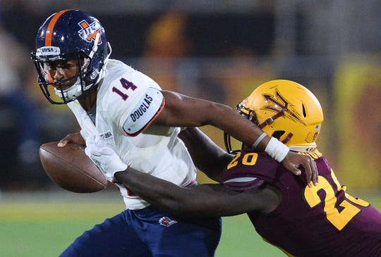 UTSA quarterback Cordale Grundy (14) can hurt you with his feet if he gets out of the pocket and extends plays.