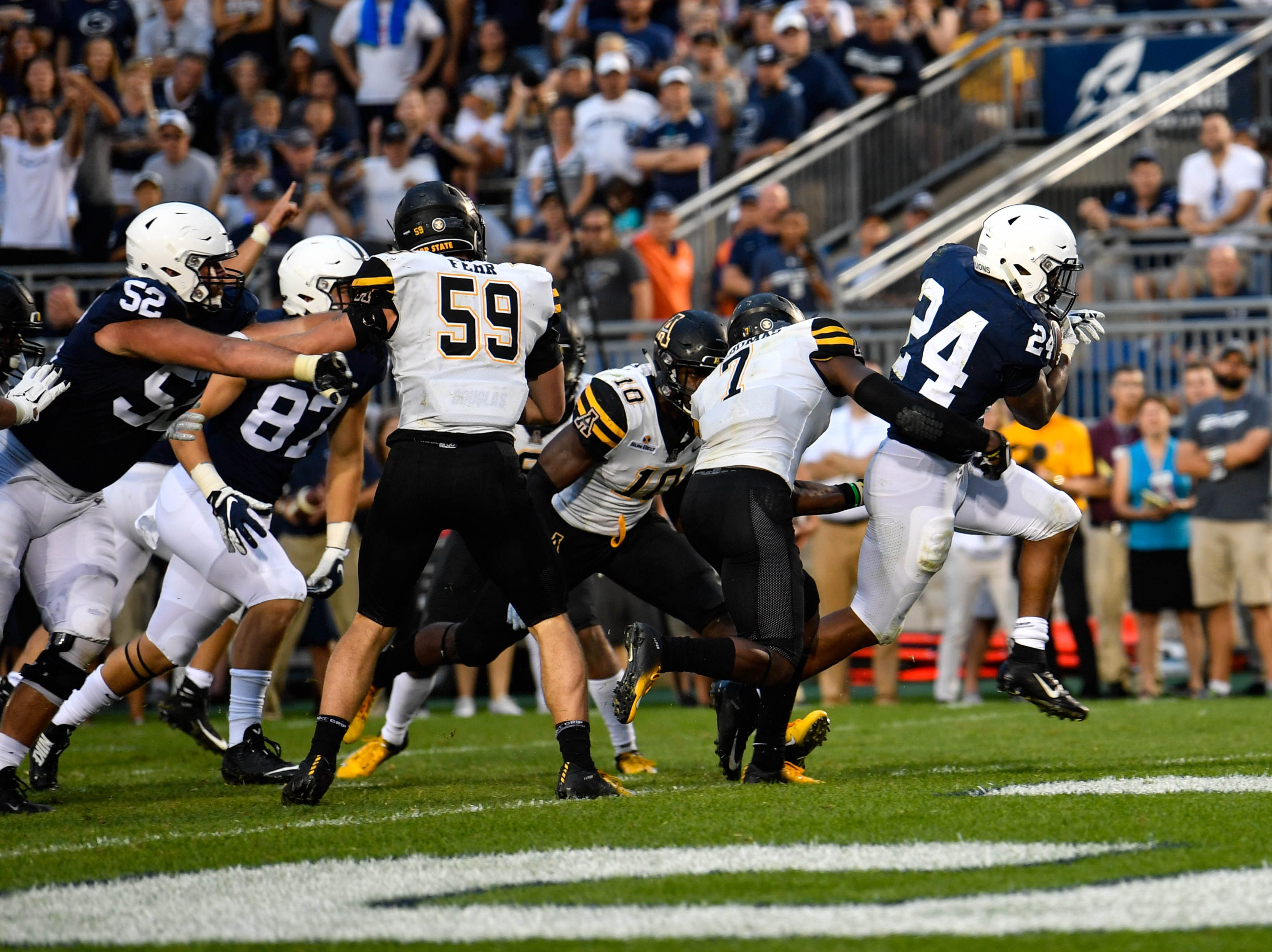 Miles Sanders (24) breaks free on the carry against Appalachian State on September 1, 2018.