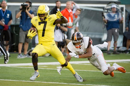 Sep 1, 2018; Eugene, OR, USA; Oregon Ducks safety Ugochukwu Amadi (7) breaks away from Bowling Green Falcons wide receiver Deric Phouthavong (18) after intercepting a pass for a touchdown during the second half at Autzen Stadium. Mandatory Credit: Troy Wayrynen-USA TODAY Sports