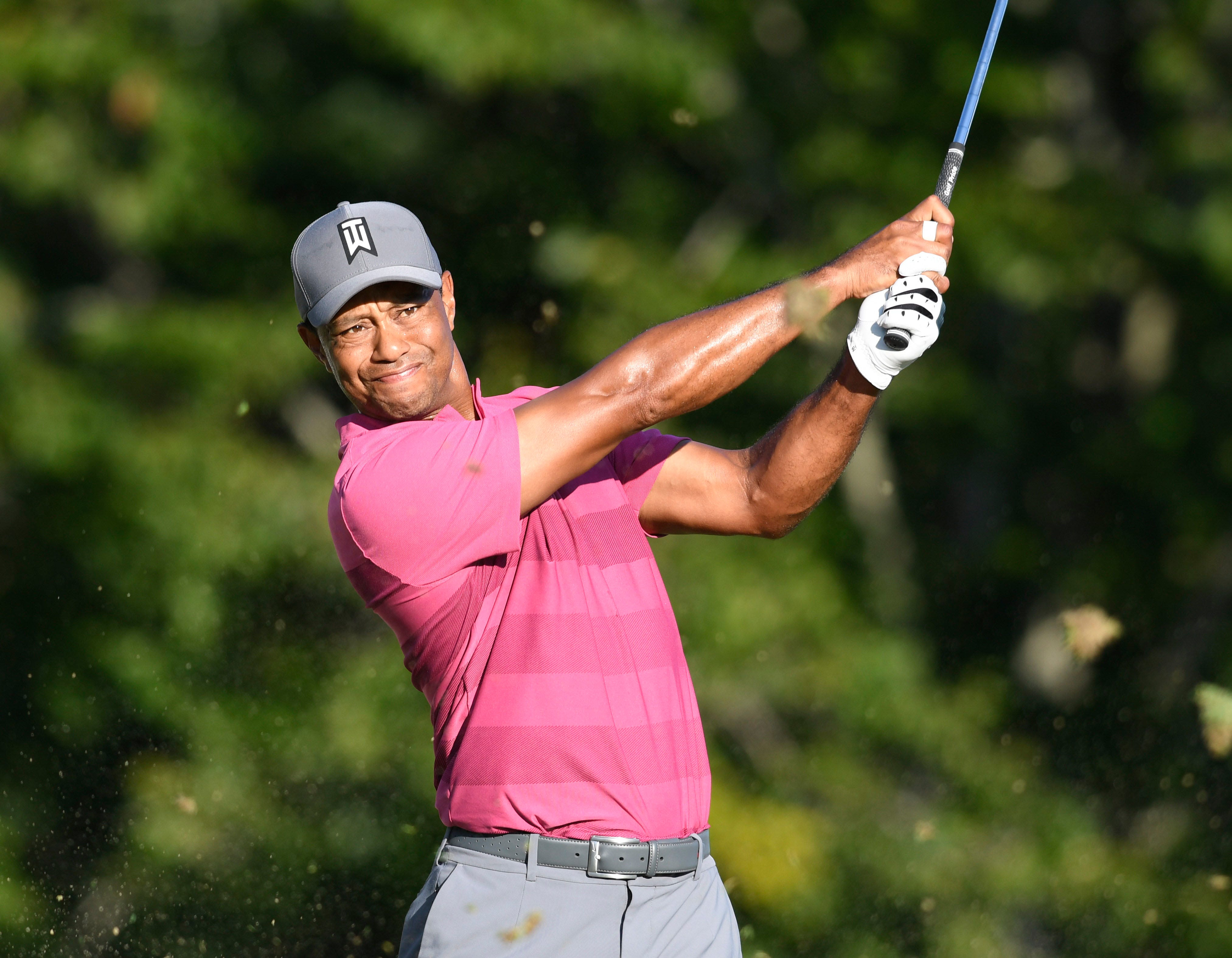 tiger woods bounces back with strong second round at dell