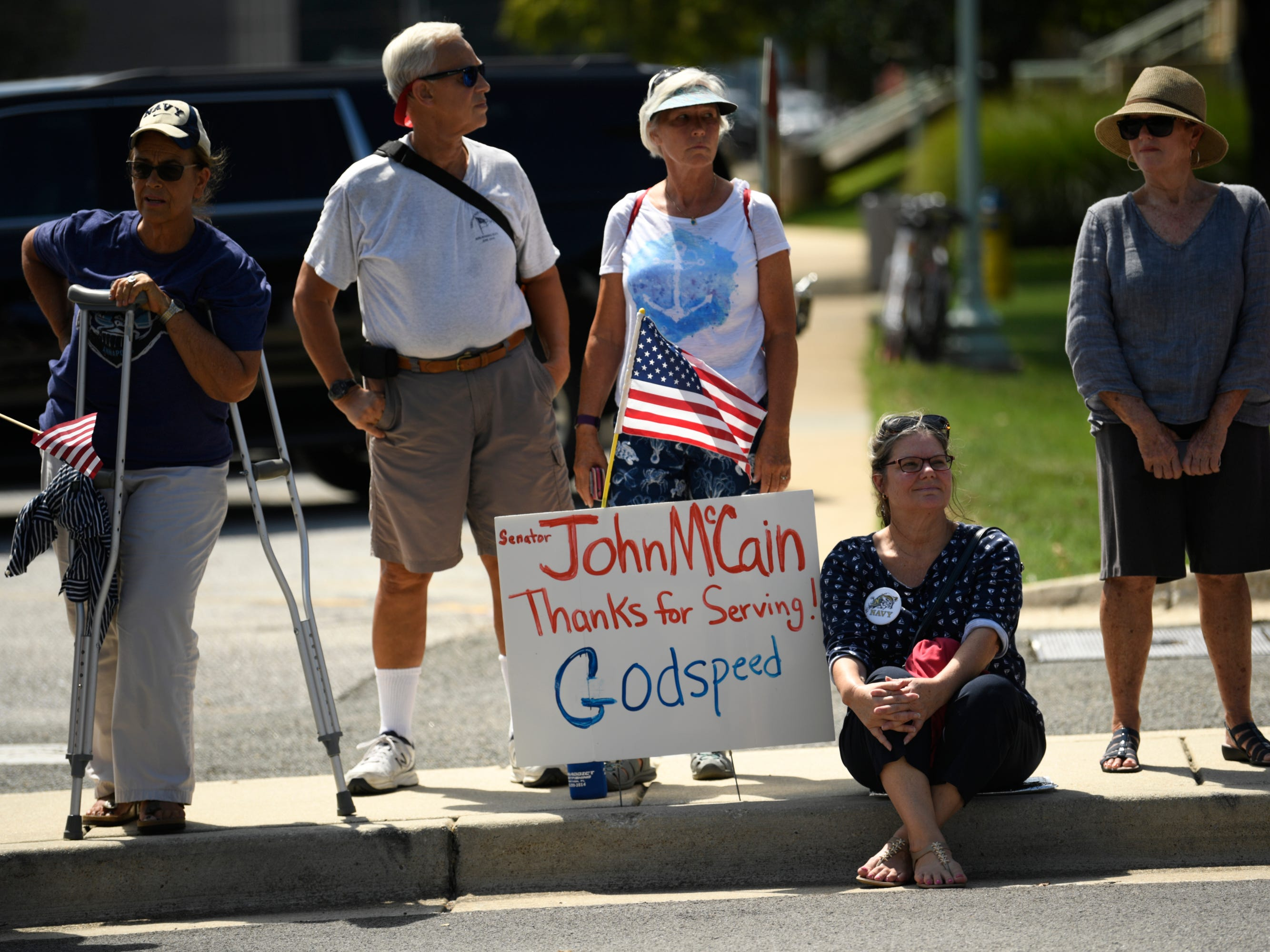 9/2/18 1:20:10 PM -- Annapolis, MD, U.S.A  -- People gather to watch the passing of John McCain's motorcade on his way to be laid to rest at the U.S. Naval Academy.  --    Photo by Jasper Colt, USA TODAY Staff ORG XMIT:  JC 137444 McCain Annapolis 9/2/2018 (Via OlyDrop)