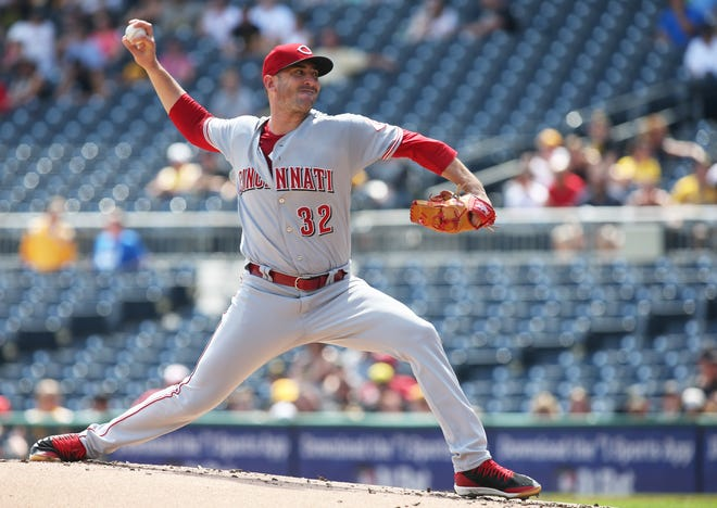 Cincinnati Reds starting pitcher Matt Harvey (32) delivers a pitch against the Pittsburgh Pirates during the first inning at PNC Park.