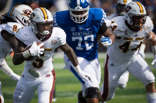 Central Michigan's Devonni Reed  returns a recovered fumble for a touchdown against Kentucky.