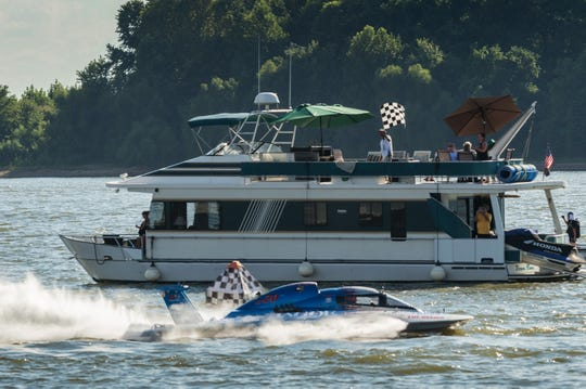 Ed Preston, in the Jagoe GP-20, takes the checkered flag to win the Grand Prix World final at HydroFest.
