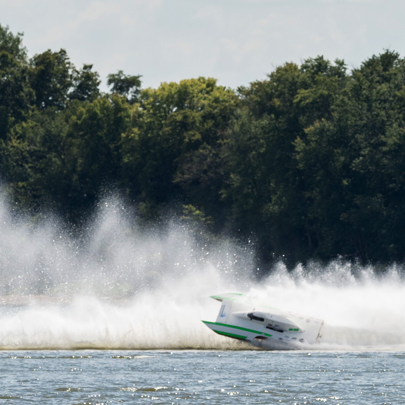 Visitors Bureau director recommends hydroplane racing in Evansville be nixed