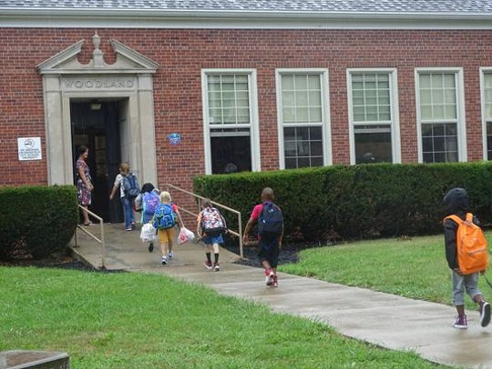 Students walk into Woodland Elementary School autumn 2018.
