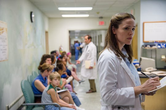 "Jennifer Garner as Dr. Eve Saks in ""Dallas Buyers Club."""