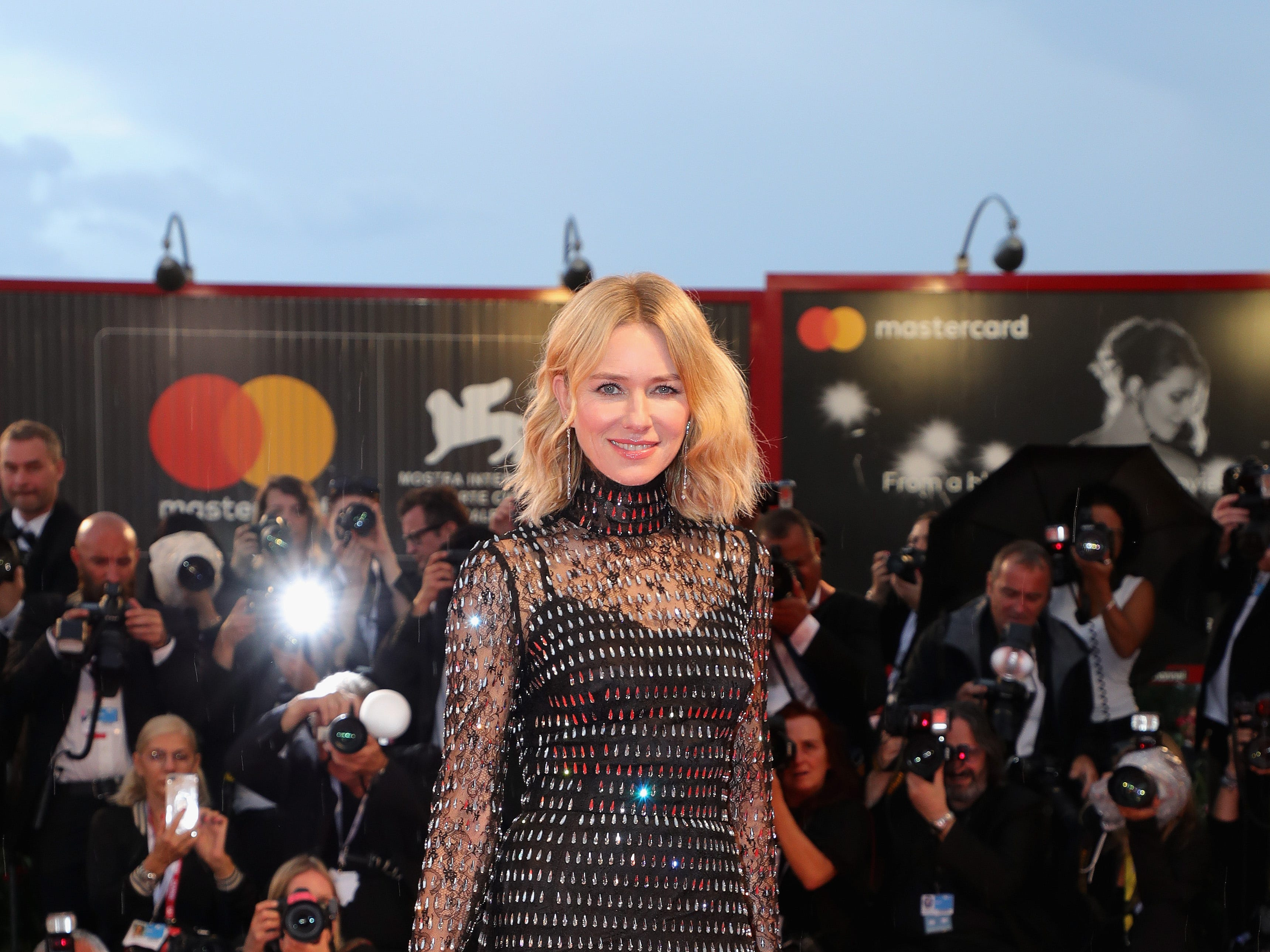 VENICE, ITALY - SEPTEMBER 03:  Naomi Watts walks the red carpet ahead of the 'At Eternity's Gate' screening during the 75th Venice Film Festival at Sala Grande on September 3, 2018 in Venice, Italy.  (Photo by Vittorio Zunino Celotto/Getty Images) ORG XMIT: 775200739 ORIG FILE ID: 1026509846