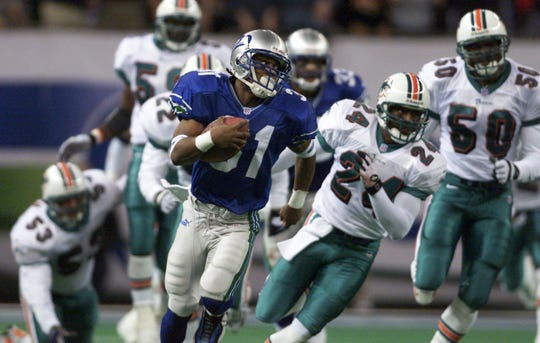 Matawan native Charlie Rogers returns a kickoff 85 yards for a touchdown against Miami in an NFL playoff game in 2000.