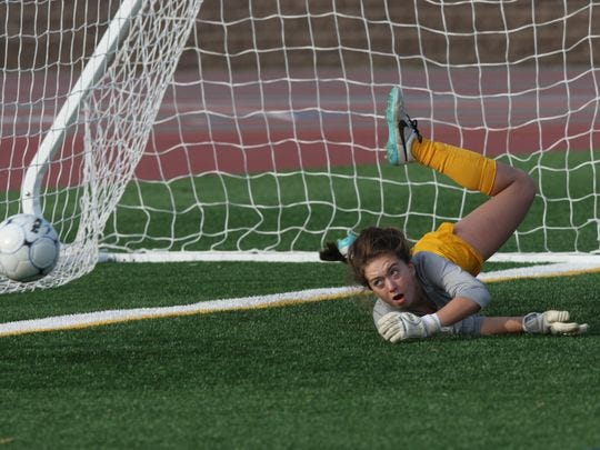 Watchung Hills goalie Kaylee Donnelly