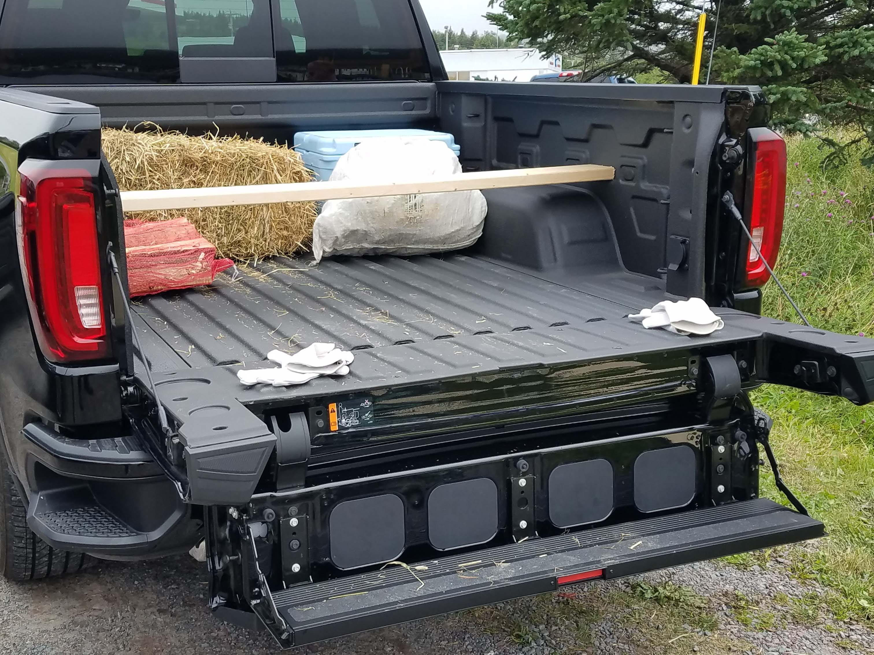 Drop the tailgate step in the 2019 GMC Sierra Denali and access is easy for heavy-lifting into the pickup bed.