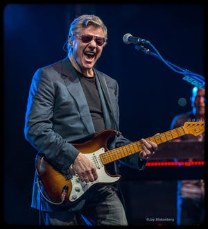 Steve Miller will break out his many rock hits when he plays a free concert outside Lambeau Field at 7:30 p.m. Saturday as part of the Packers' 100 Seasons. And heck yeah, he's sticking around for the Packers-Bears game the next night.